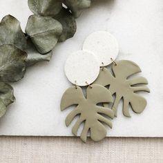 Ceramic Jewelry, Polymer Clay Jewelry, Diy Clay Earrings, Green Clay, Clay Crafts, Jewelry Crafts, Jewelry Making, Etsy Shop, Palm