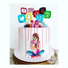 Birthday cake for a Netflix & social media addict 16th Birthday Cake For Girls, Teen Girl Birthday, Cute Birthday Cakes, Unique Birthday Gifts, 13th Birthday, Ideas Fotos Instagram, Teen Girl Cakes, Bakery Kitchen, Instagram Cake