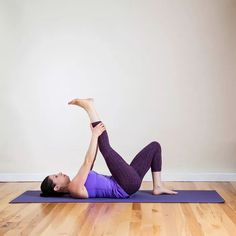 This Yoga Sequence Will Loosen Up Insanely Tight Hamstrings Running and crazy-tight hamstrings seem to go together like peanut butter and jelly but it doesn't have to be that way! Hop on your mat after a run and do this short yoga sequence. Yoga For Sciatica, Sciatica Stretches, Sciatica Pain Relief, Sciatic Pain, Sciatic Nerve, Flexibility Exercises, Hamstring Yoga, Stretching Exercises, Tight Hamstrings