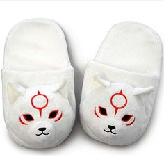 New to the Okami merchandise family is a Chibiterasu mug with lid and a pair of cuddly slippers.