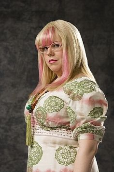 I love her character! Kirsten Vangsness as Penelope Garcia on Criminal Minds Kirsten Vangsness, Criminal Minds Season 3, Criminal Minds Cast, Penelope Garcia, Criminal Minds Garcia, Crimal Minds, Body Love, Celebs, Celebrities
