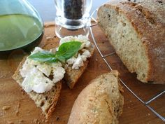 Garlic, Basil and Pepper in a Loaf of Bread! A simple recipe for spicy and aromatic bread! Easy Weight Loss, Lose Weight, Easy Healthy Recipes, Easy Meals, Bread Recipes, Healthy Eating, Healthy Food, Banana Bread, Spicy