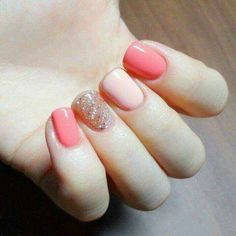 Having short nails is extremely practical. The problem is so many nail art and manicure designs that you'll find online Nails Polish, Shellac Nails, Diy Nails, Glitter Nails, Acrylic Nails, Gel Nail, Coral Nails, Coral Nail Art, Pink Glitter