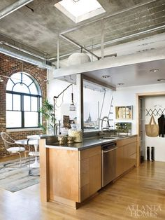 Loft area (over kitchen) built out of something with a reflective surface. Buckhead loft kitchen, via Atlanta Homes Loft Design, Deco Design, House Design, Design Room, Design Art, Home Interior Design, Interior Architecture, Interior Modern, Kitchen Interior