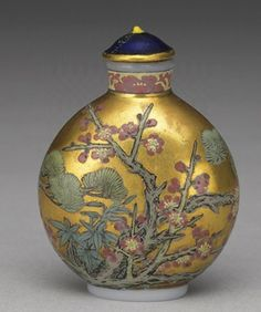 """Glass-body painted enamel snuff bottle with the """"Three Friends of Winter"""" on a gold background"""