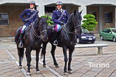 Poliziotti a Cavallo avanti al Duomo