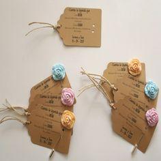 Regalos para invitadas, etiquetas color craft para presentar los alfileres de boda  Alfileres de boda para tus invitadas