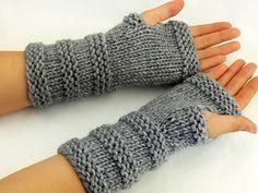 Fingerless Gloves Crochet Pattern, Fingerless Gloves Knitted, Knit Mittens, Loom Knitting, Hand Knitting, Knitting Machine, Laine Drops, Selling Handmade Items, Lace Gloves