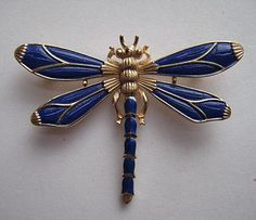♈ Dragonfly Versailles ♈ dragonflies in art, photography, jewelry, crafts, home & garden decor - Vintage Trifari Dragonfly Brooch