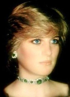 October Princess Diana at a gala concert at Brangwen Hall Swansea in Wales. Diana wearing a green taffeta gown, and emeralds necklace. Princess Diana Family, Royal Princess, Princess Of Wales, Princess Diana Jewelry, Kate Middleton, Lady Diana Spencer, Princesa Diana, Queen Mary, Queen Elizabeth