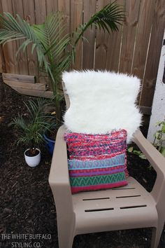 Bring textiles outside for a stylish summer patio #patio #summer #outdoorliving