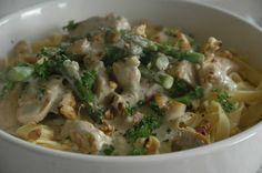 ganske enkelt: Tagliatelle med kylling, valnøtter og blåmuggost Potato Salad, Potatoes, Pasta, Chicken, Meat, Ethnic Recipes, Food, Potato, Essen
