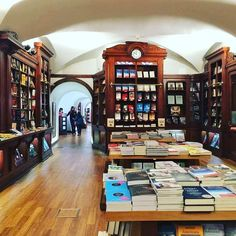 Livraria Bertrand, Lisbon, The oldest bookstore in the world Home Library Decor, Home Libraries, Portugal Facts, The Life, Fun Facts, The Originals, Architecture, Building, Places
