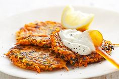 Kabaklı mücver evde yok, havuçlu mücver verelim? Vegetable Pancakes, Indian Food Recipes, Real Food Recipes, Carrot Recipes, Vegan Recipes, Ethnic Recipes, Vegan Food, Root Vegetables, Cooking Vegetables