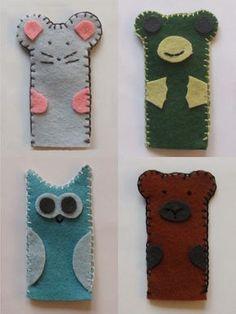 Kislányunk barátnőjének készültek az állatos ujjbábok: a béka, a maci, a kisegér és a bagoly. Ha valaki kedvet érez hasonló bábok készítéséhez, a sablon innen ingyenesen letölthető.   &… Hand Puppets, Finger Puppets, Kindergarten, Kids Rugs, Sewing, Crafts, Montessori, Kid, Creative