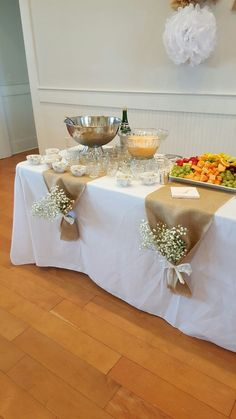 wedding table decorations 708191110142388288 - Bridal Brunch Tischinszenierungen – Source by Bridal Shower Tables, Bridal Shower Rustic, Bridal Party Tables, Bridal Shower Flowers, Baby Shower Table, Bridal Shower Party, Birthday Brunch, Birthday Parties, 50th Birthday