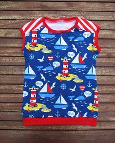 Ich biete euch ein süßes maritimes Shirt für die warmen Frühlings - Sommertage in der Größe 122. Das Easy-Peasy Shirt ist genäht aus weichem Baumwolljersey Ahoi und mit den dazu passend dazu Streifen in Rot-Weiß. Nordlichter ist eine Eigenproduktin von Stoffwelten.  Der Stoff vom Rückenteil geht leicht über die Schultern nach vorne, dass macht das Shirt so besonders .  Falls es nicht die Größe ist die ihr braucht dann schreibt mir eine Nachricht.    Material : Jersey Ahoi : 95% Baumwolle, 5%…