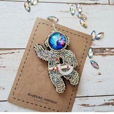 Автор @vyshivka_nastasya 〰〰〰〰〰〰〰〰〰〰〰〰〰〰 По всем вопросам обращайтесь к авторам изделий!!! #ручнаяработа #брошьизбисера #брошьручнойработы #вышивкабисером #мастер #бисер #handmade_prostor #handmadejewelry #brooch #beads #crystal #embroidery #swarovskicrystals #swarovski #купитьброшь #украшенияручнойработы #handmade #handemroidery #брошь #кольеручнойработы #кольеизбисера #браслеты #браслетручнойработы #сутажныеукрашения #сутаж #шибори #полимернаяглина #украшенияизполимернойглины