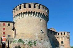 Il borgo di Dozza visto e raccontato da Roberto - Alisei.net World Cities, Pisa, Tower, Building, Murals, Fotografia, Rook, Computer Case, Buildings