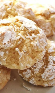 Coconut Crinkle Cookies – easy one-bowl cookies with lots of coconut flavor thanks to the extract and shredded coconut! Cookie Desserts, Just Desserts, Delicious Desserts, Dessert Recipes, Biscuit Cookies, No Bake Cookies, Yummy Cookies, Biscuits, Best Cookie Recipes