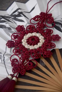 Decorative Knots, Paracord, Chinese Knotting, Tassels, Christmas Wreaths, Projects To Try, Jewelry Making, Installation Art, Holiday Decor