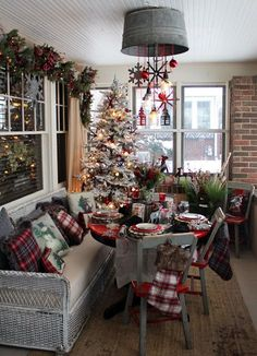 Are you searching for ideas for farmhouse christmas tree? Check out the post right here for cool farmhouse christmas tree ideas. This kind of farmhouse christmas tree ideas looks fantastic. Farmhouse Christmas Decor, Noel Christmas, Outdoor Christmas Decorations, Country Christmas, Christmas Themes, Christmas Crafts, Holiday Ideas, Christmas Lights, Christmas Chandelier