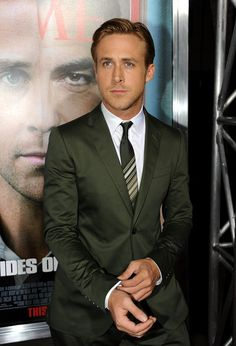 green suit for the groom? (ryan gosling makes it work in gucci! Sharp Dressed Man, Well Dressed, Ryan Gosling Suit, Olive Green Suit, Green Tux, Green Blazer, Smoking, Suit And Tie, Celebs