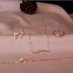 Gold Chain Design, Gold Bangles Design, Gold Earrings Designs, Gold Jewellery Design, Necklace Designs, Gold Jewelry Simple, Stylish Jewelry, Jewelry Sets, Fashion Jewelry