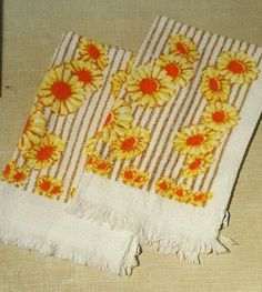 2 pc Vintage Cannon Cotton Groovy 1970s Daisy Flower and Stripes Hand Towels NOS