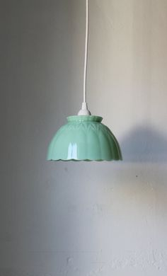 This jadeite pendant light is something I could totally go for!!  Found the Etsy website for this but it is sold out.  Drat!  Can it be that hard to make?