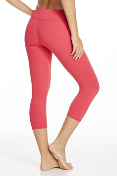 Our best-selling legging is a pink solid foundation for any workout. Stretch, bend and hit the streets (and look good while doing it) in this move-easy essential | Horizon Salar Capri - Fabletics