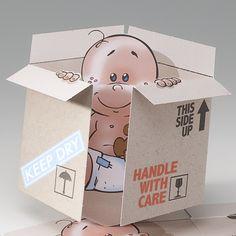 Lieferung ist angekommen! Hergestellt wurde diese lustige Geburtsanzeige aus einem exklusiven Premiumkarton der im Stil eines Paketes liebevoll gestaltet wurde. Diese lustige Geburtskarte wurde neutral gehalten, so dass diese für ein Mädchen aber auch für die Geburt eines Jungen genutzt werden kann. Online bestellen nur bei uns - top-kartenlieferant.de oder bei Wimmer Druck in Aachen.