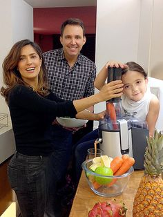 Salma Hayek's Essential Red Recipe courtesy of Cooler Cleanse Makes 1 serving 2 to 3 carrots, peeled 1 apple, seeded ½ small beet ¼ lemon, peeled Add ingredients in above order to juicer. Blend unt… [note - double this recipe]