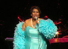 Aretha Franklin est une chanteuse américaine de gospel, soul-funk, rhythm and blues et jazz née le 25 mars 1942 à Memphis (mais elle passe la majorité de son enfance à Détroit dans le Michigan), surnommée « The Queen of soul » ou encore « Lady Soul ».
