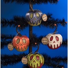 """Want to take a bit of my apple? hehe Super cute poison apple ornaments by LeeAnn Kress of Charmed Confections. These are sure to be pleasing to the eye for all your Halloween displays. Dimensions: 4""""x2.25""""x2.25"""" Bethany Lowe Designs is known for the quality holiday decorations that have been chosen by so many. She believes in the craftsmanship and attention to detail in all her products. Once you chose Bethany Lowe Designs as a collector item, it will be around for generations to come. Halloween Christmas Tree, Holidays Halloween, Easy Halloween, Diy Halloween Ornaments, Halloween Party, Halloween Forum, Halloween Masquerade, Family Halloween, Halloween Stuff"""