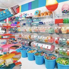 These candy shops are actual eye candy. From candy boutiques to the prettiest homemade confectioneries, these candy shops from around the world are perfect. For more on the sweetest candy shops, head to Domino. Dylan's Candy, Bulk Candy, Candy Party, Candy Shop, Candy Stores, Eye Candy, Candy Store Design, Candy Store Display, Store Displays