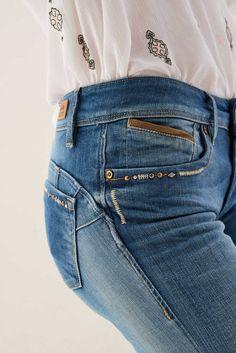 Pantalones Wonder Push Up Slim con detalles - Salsa