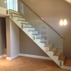 Hardglazen trappen en balustrades kopen | Van Zalingen Glas