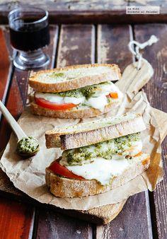 Sándwich de pollo y dos quesos. Receta