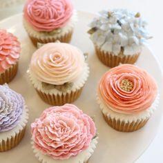 Pastel  #플라워컵케익 #플라워케이크 #마이디어 #마이디어케이크 #베이킹 #컵케익 #flowercake #mydearcake #수원 #광교 #동탄 #영통 #선물 #cupcakes #flower #baking #buttercream #wilton #cakedesign #handmade #수제케익 #korea #flowercupcake #cupcakes #bakingclass