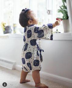 Hahanoyume: Baby Kimonos and Yukata for Children Japanese Babies, Cute Japanese, Japanese School, Japan Outfits, Baby Boy Outfits, Kids Outfits, Japanese Kimono Dress, Baby Kimono, Cute Baby Pictures
