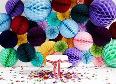 Decoraciones en papel para tus eventos II: Honeycomb Balls o Farolillos de Nido de Abeja