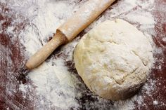 Three ingredient pizza dough via MyFamily. Pizza Express Vegan, Healthy Baking, Healthy Kids, Pate A Pizza Fine, 2 Ingredient Pizza Dough, Easy Pizza Dough, Pizza Cake, Food Names, 2 Ingredients