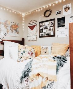 Loving these cute dorm rooms and dorm decor ideas! - Loving these cute dorm rooms and dorm decor ideas! Loving these cute dorm rooms and dorm decor ideas! Classy Dorm Room, Cute Dorm Rooms, College Dorm Rooms, Diy Dorm Room, Dorm Room Colors, Dorm Room Bedding, Boho Dorm Room, Diy Dorm Decor, Dorm Wall Decorations