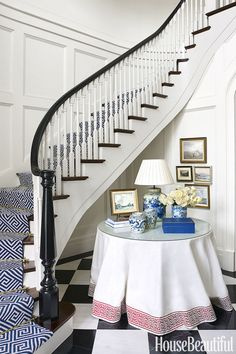 Suzanne Kasler - House Beautiful The skirted table is a timeless classic - here it is banded in Greek key and topped with blue and white Chinese porcelain. A fretwork runner in blue and white is a won Veterans Home, White Runners, South Carolina Homes, Balustrades, White Stairs, Curved Staircase, Staircase Runner, Foyer Decorating, Decorating Ideas