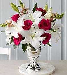 Combina las #flores #blancas con otras de color intenso. #floralinspiration