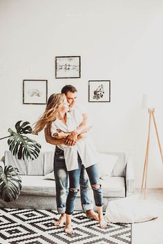 Real work done in real time ! Couple Picture Poses, Couple Posing, Couple Pictures, Couple Photography Poses, Lifestyle Photography, Romantic Couples, Cute Couples, Toddler Girl Bedding Sets, Portrait Pictures