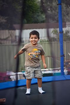Czy wiesz, że dzieci uwielbiają skakać na trampolinie?! :)  http://www.trampoliny.pl/41-trampoliny-domowe  #trampoliny #trampolina #trampolines #trampoline #dzieci #kids