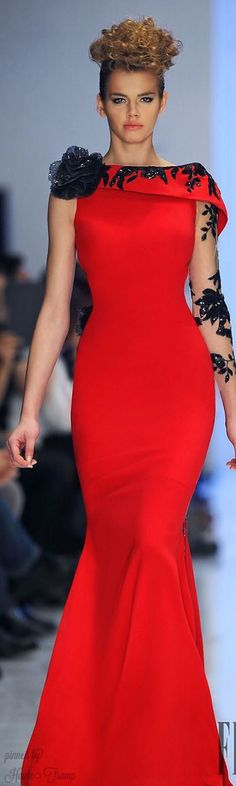 A stunning Fouad Sarkis Spring-summer 2014 - Couture Beauty And Fashion, Red Fashion, Couture Fashion, Fashion Dresses, Vestidos Red Carpet, Evening Dresses, Prom Dresses, Formal Dresses, Formal Wear