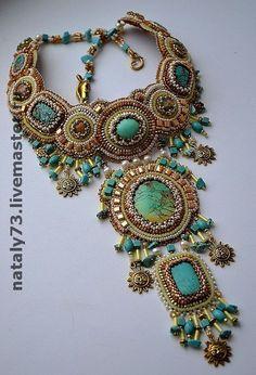 Wonderful colors! From Russia via a Turkish web site that has great jewelry. Kum Boncuktan Takı Örnekleri 10